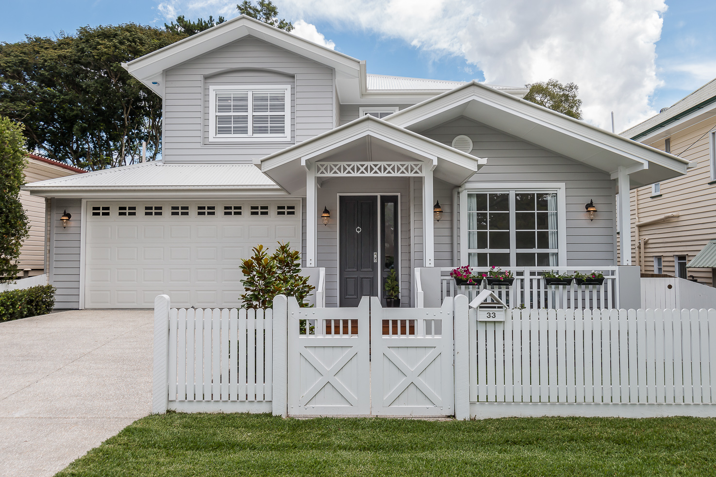 Contemporary and hamptons home builder brisbane and gold for Hampton style house designs